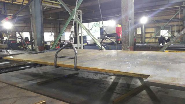 鋼板吊ハッカーと回転防止スイベル付鋼芯ロックワイヤ